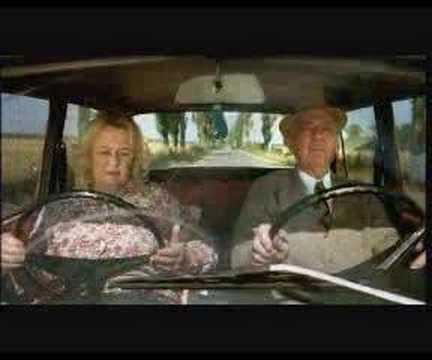 viejita conduciendo