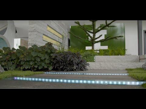 Garten: moderne Gartengestaltung mit Licht und Wasser