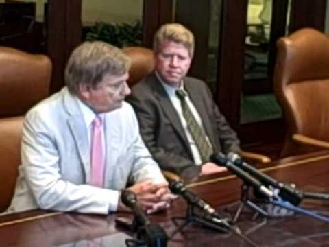 Attorney Rusty Hardin Speaks At Jane Draycott Press Conference Part 1