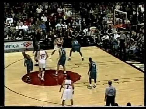 Rasheed Wallace dunks on Joe Smith [1999]
