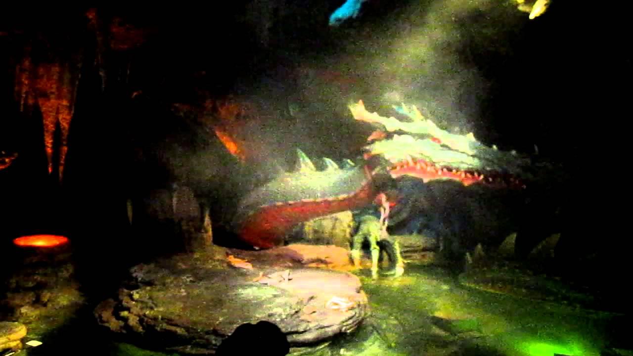 La cueva del dragón de La Bella Durmiente (Malefica) - YouTube