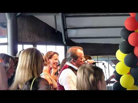 DE KREUNERS 'IK DANS WEL MET MEZELF' NEW YORK 25.07.2010 PIER 66