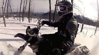 Снежный кроссовый мотоцикл