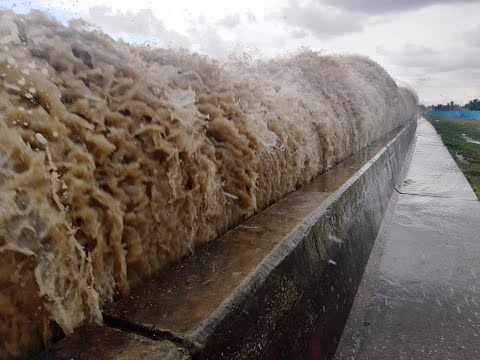 Large Waves Overtop Georgetown Guyana Sea Wall (Oct. 29th 2019)
