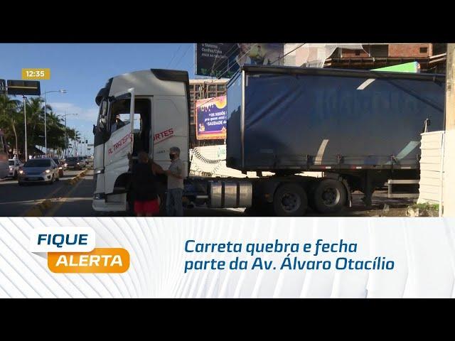 Trânsito paralisado: Carreta quebra e fecha parte da Av. Álvaro Otacílio