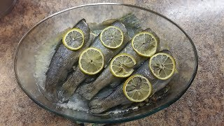 Форель радужная запеченная в духовке с лимоном