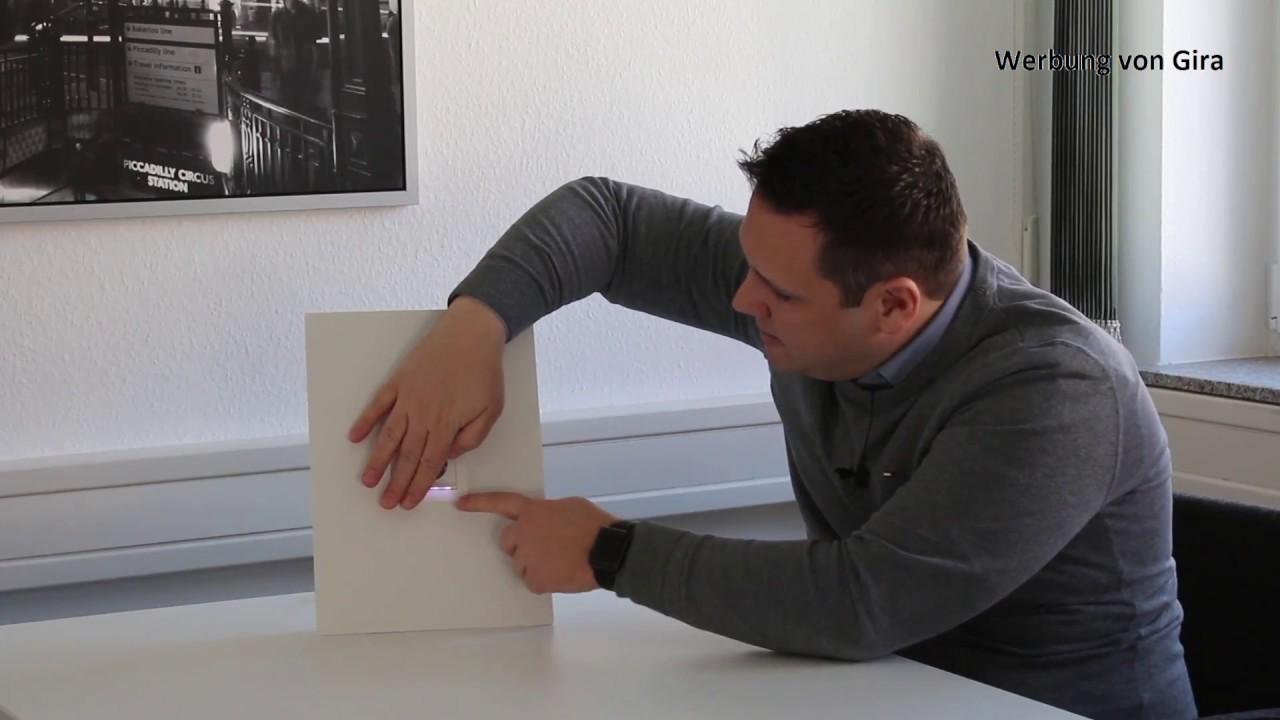 gira schuko steckdose mit led orientierungsleuchte youtube. Black Bedroom Furniture Sets. Home Design Ideas
