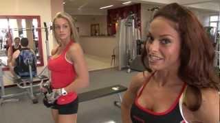 Bánkuti Gabi és Oláh Noémi comb, fenék edzése az Újpalota Fitness Centerben!
