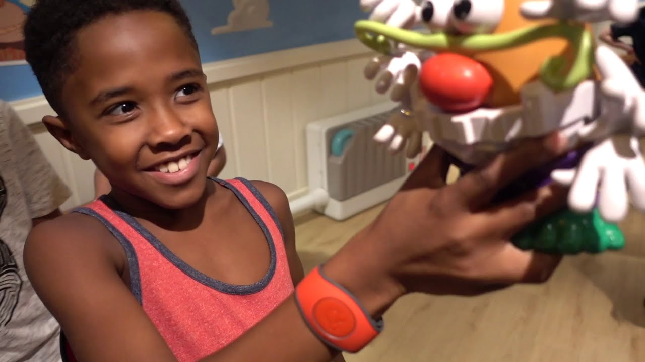 * Surprise Disney Cruise * Meeting Disney Characters In Andy's Toy Story Room