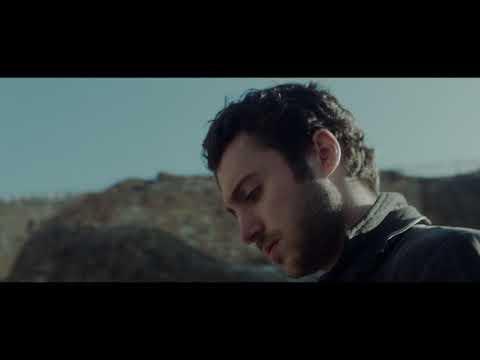 Pelícano - Miguel Iglesias y Jacob Mayhem
