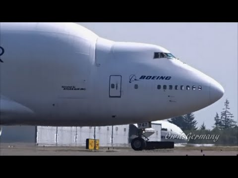 a Boeing 747LCF Dreamlifter Smokes Out of Paine Field