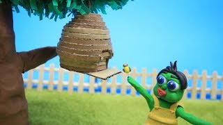 Green Baby PLAY WITH BEES - Stop Motion Cartoons For Kids