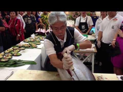 Ahi cutting at Taste of Marukai