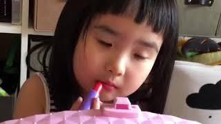 Foodie XiaoMan 超萌小吃貨~小蛮殿下難道週五晚有約會?....#56個月 #happyfriday #happygirl #baby #eatingmachine#小蛮 #xiaoman