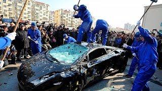 Wütende Menschen gegen Sportwagen!