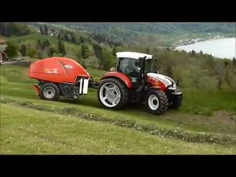 Rundballen-Service mit Steyr 4130 Profi CVT und Kuhn Kombipresse