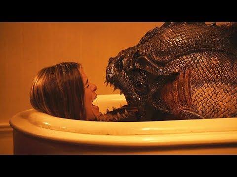美女正在沐浴,不料却被变异食人鱼袭击,这是怎么回事,太可怕了