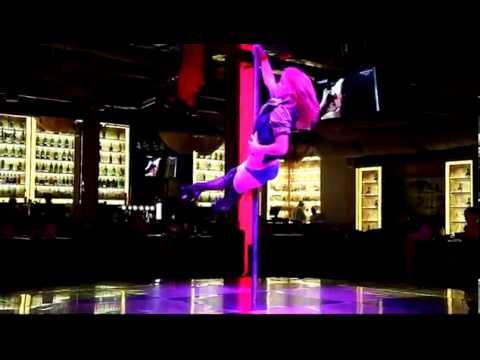 Смотреть как парень танцует стриптиц фото 459-528