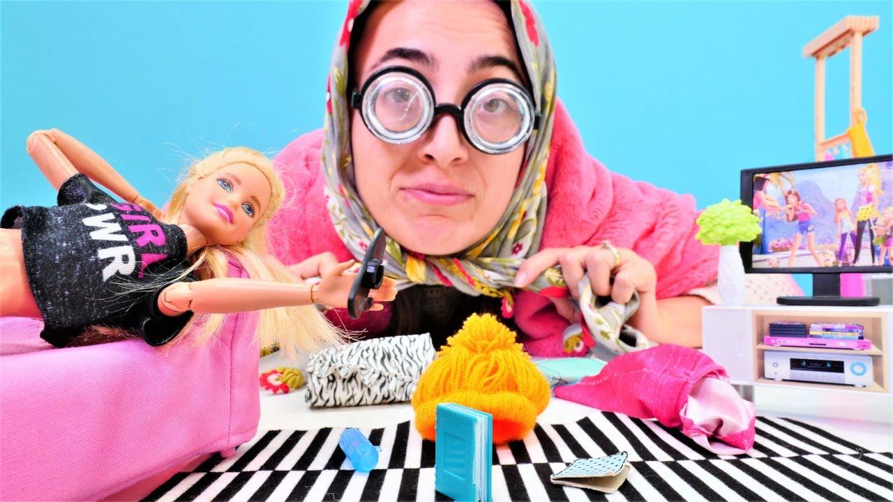 Barbie videoları Sevcan ile. Barbie evini temizlemiyor. Temizlik yapma oyunu