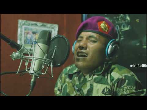 Ya Asyqol musthofa versi Gusshina dinyanyikan oleh seorang TNI AL bersama Istrinya