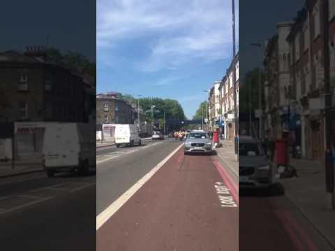 Belzer rebbe convoy arriving in Stamford hill in Range Rover
