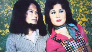 Download video Hello Hello - Rhoma Irama & Elvy Sukaesih