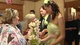 Восемь свадеб в День семьи, любви и верности(8 июля уже четвертый год в нашей стране отмечают День семьи, любви и верности. Что несет в себе этот праздник..., 2010-07-29T13:43:09.000Z)