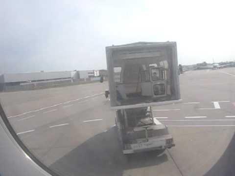 Gangway driven back at Cologne Bonn airport