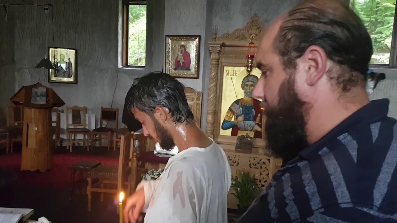 Pr. Vasile Savin a botezat ortodox la Schitul Rădeni un tânăr papistaș