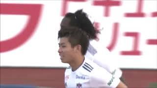 相手陣内でのFKからゴール前に鋭いボールが蹴り込まれると、こぼれ球に...