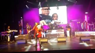 Badoxa com o Filho a cantar Ta me esperare ao vivo coliseu de Lisboa 30-05-2015