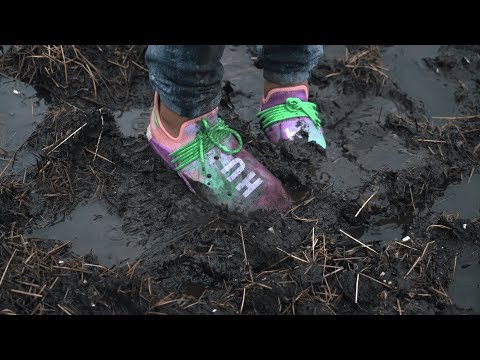 Jumping in mud with UNRELEASED adidas Human Race NMD Pharrell - Holi Festival