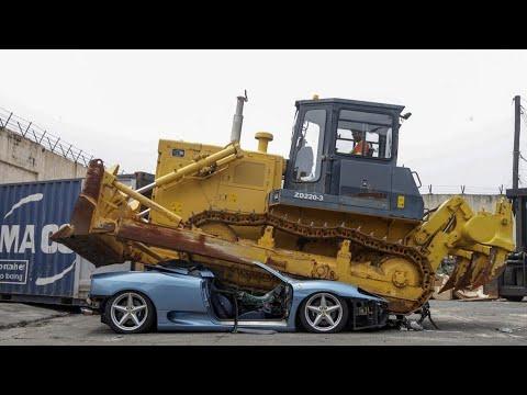 Ferrari 360 Spider mới nhập khẩu bị nghiền nát do trốn thuế