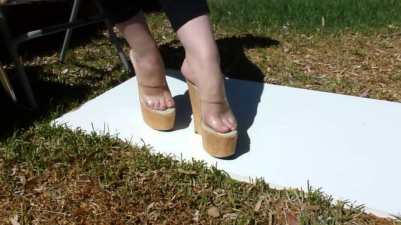 7 inch high cork wedges foot play and posing 7