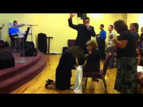 Evangelista Jaime Sanchez , Dios sana mujer de sus piernas parte 1