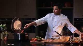 Шеф-повар Джимми Сингх готовит Чикен Тикка Масала в мультиварке REDMOND 250