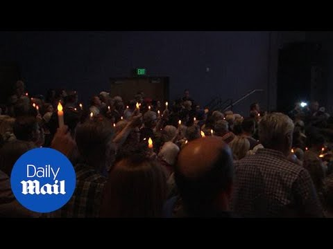 Mourners attend Thousand Oaks vigil for shooting victims in California