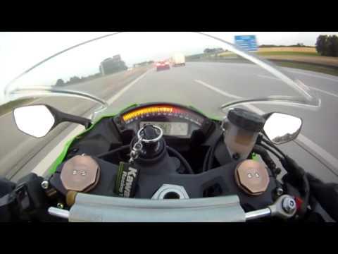 видео: чувак обогнал мотоцикл  на скорости 300 км/ч.
