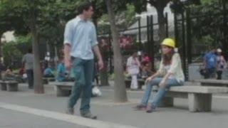 Venezuela: Mujer se disfraza de obrero y lanza piropos a hombres