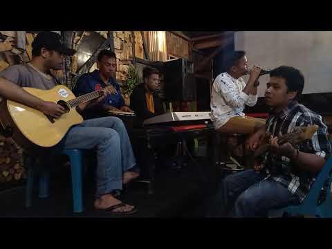 Live Brenada Cafe 2019 Cover: URATNA RONGGANA