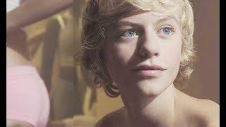 4分钟看奇幻电影《少年透明人》获得隐身技能,可以接近女神了