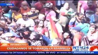 Así quedó registrado el momento en que chavistas ingresaron e interrumpieron sesión de la AN