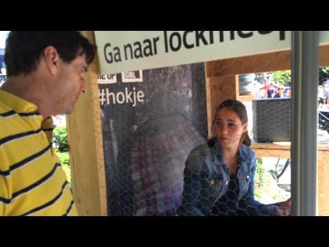 """I Amsterdam star-reporter Steve Brown: """"Free A Girl uit de handen van de 'Pedo- Monsters'""""."""