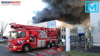 (VIDEO) 04-12-2016 Enorme brand op industrieterrein Waalwijk