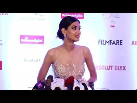 Filmfare Galmour & Style Awards 2016 Red Carpet -Aishwarya,Rekha,Katrina,Bipasha