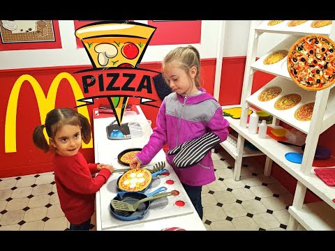 Thumbnail: Chef Emily Making PIZZA / Playing with Pretend Food / Playground for Kids