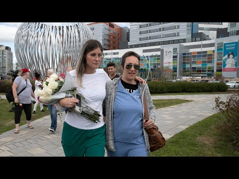 Protest against COVID public-health measures outside MUHC hospital