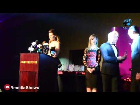 حفل الأكاديمية الأمريكية الدولية |  لحظة تسلم ماجد المصري الجائزة بالنيابة عن النجم