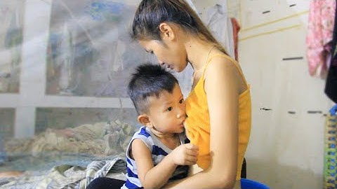 Mom Feed Baby Before going market By Simply MOM