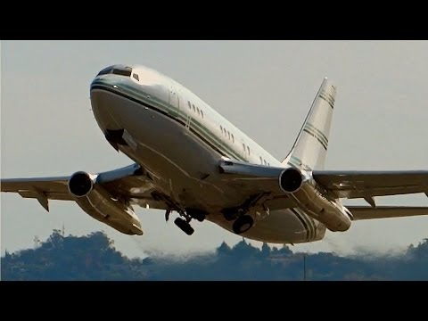 737-200 Private Jet Departing VNY